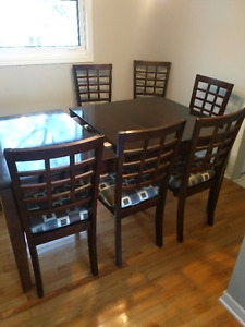 Expandable Dining Room Table with 6 chairs