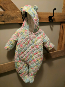 Baby GAP bear ear floral waffle bunting suit 0-3mon