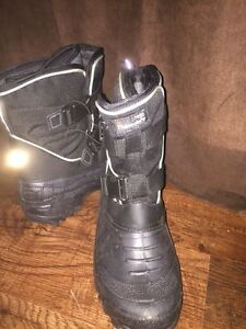 Brand new men's Thinsulate winter boots.  London Ontario image 6