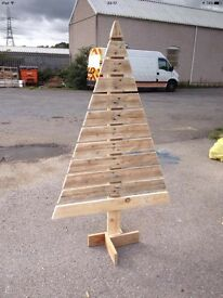 Pallet wood up-cycled into beautiful gifts for Christmas.