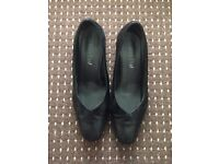 Beautiful black heels size 4