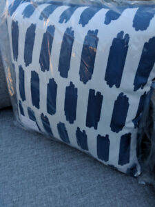 Gluckstein Home Outdoor Throw Pillow (White and Navy Blue)