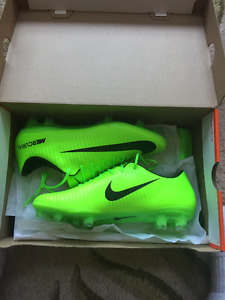 Nike Mecurial Vapour XI Size 7.5 Soccer Cleats