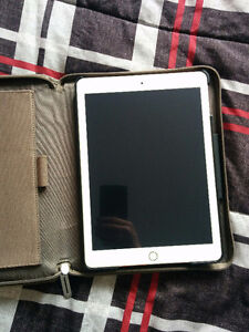 Almost new 5 month old iPad Air 2 (64)gb