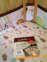 Contour de lit respirable/ breathable crib liner