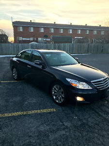 2010 Hyundai Genesis w/Technology Pkg Sedan