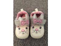 """Clarks """"doodles"""" indoor slippers (size 3.5 F)"""