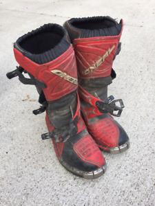 Child's dirt bike riding boots (US 5, Euro 37) and helmet (XS)