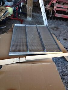 Sieve and chaffer for JD 9560/9570 sts combine-REDUCED London Ontario image 2
