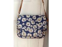 Canvas daisy print satchel