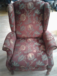 2 wing back reclining chairs
