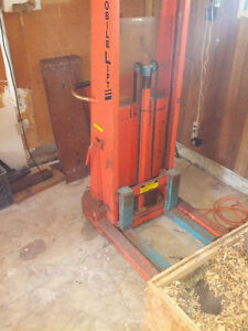 Hydraulic Electric lift truck with built-in charger Windsor Region Ontario image 1