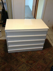 beautiful large white 4 drawer baby dresser