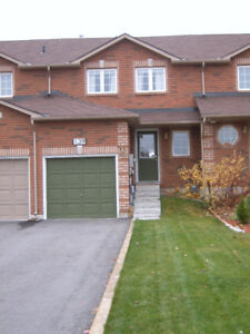 SUPER CLEAN, BRIGHT & SPACIOUS 3 BEDROOM SOUTHEAST BARRIE HOME