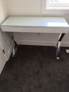White desk for sale brand new