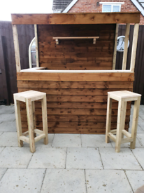 6' X 4' GARDEN BAR WITH PAIR OF STOOLS ASSEMBLED FREE DELIVERY