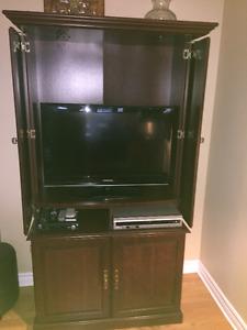 meuble TV et Cd player tres beau et pratique