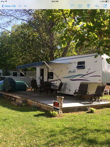27ft Prowler 5th Wheel Camper