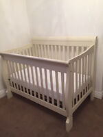 almost new baby crib !
