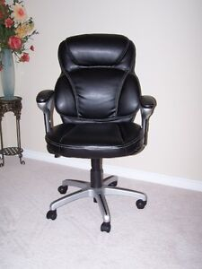 Like New OFFICE CHAIR