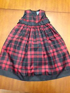 Jolie robe à crinoline pour les fêtes