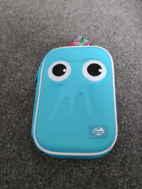 BNWT tinc blue eyes face hardcase pencil case
