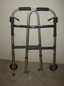 INVACARE DUAL RELEASE WALKER - like new condition