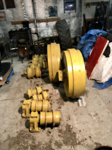 FRONT IDLERS FOR CAT D8H46A