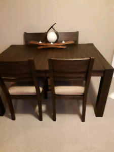 Acacia Wood Rustic Style Dining Room Set