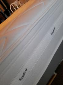 "4ft 6""mattress .like new. Sensafoam.REDUCED!"