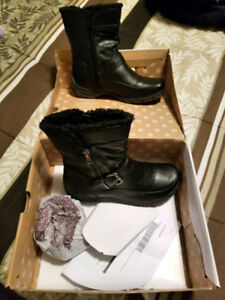 Lady's boot size 7 - Black