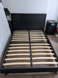 Queen size bed -- comes with/without mattress