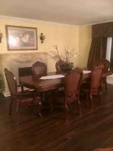 Dining room set table plus 6 chairs
