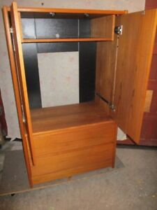 MID CENTURY TEAK HOME  ENTERTAINMENT STATION FROM ESTATE