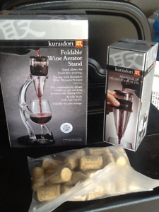 New foldable wine aerator stand with aerator and corks
