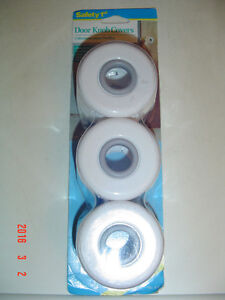"""3 BRAND NEW """"SAFETY 1st"""" DOOR KNOB COVERS FOR TODDLER'S SAFETY"""