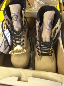 Womens and mens work boots- Size 7,and 15 only