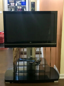 """LG LCD 42"""" TV 1080P Mint Condition"""