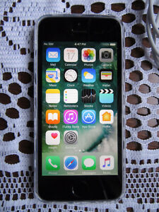 iPhone 5S - 16GB Bell Virgin -very good working phone