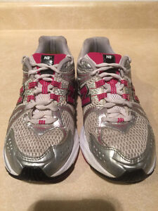 Women's New Balance Abzorb TS2 Lite Running Shoes Size 7 London Ontario image 4