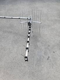 TV AERIAL WITH MAST AND BRACKET