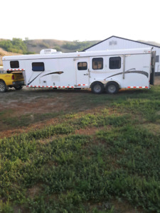 2005 kieffer 3 horse with  living quarters with solar panels