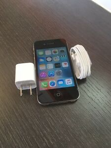 IPHONE 4s 16gb 10/10 BELL NEW Accessories for