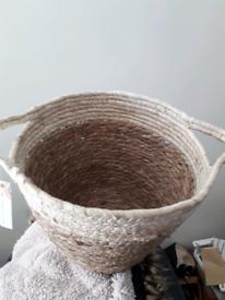 ♥️ NEW WICKER BASKET / PLANT HOLDER !