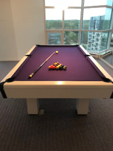 IMPECCABLE ... TABLE DE BILLARD EN BOIS BLANC!!!