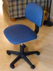 Chaise de bureau pivotante à 5 roulettes