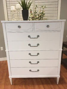 Beautiful refurbished Kroehler 7-drawer white dresser