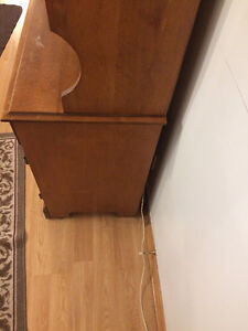 dining room two piece Hutch $100.00 or best cash offer Peterborough Peterborough Area image 2