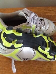 Adidas soccer cleats / shoes  like new Stratford Kitchener Area image 2