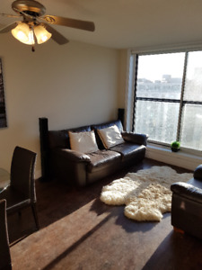 One bedroom in a 2 bedroom apartment-4 block from Union Station-